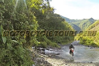 Really fun river crossing on the way to Quillabamba - Moto tour to Machu Picchu